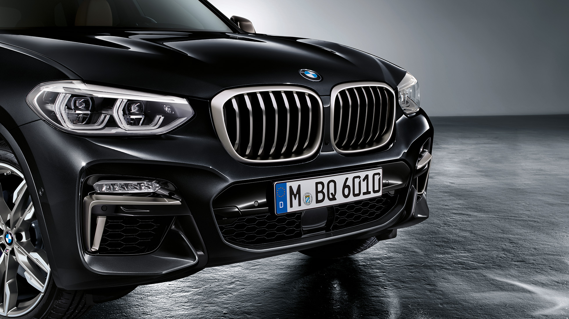 BMW X3 M40i and BMW X3 M40d in Black Sapphire metallic, exterior, front with design elements in Cerium Grey.