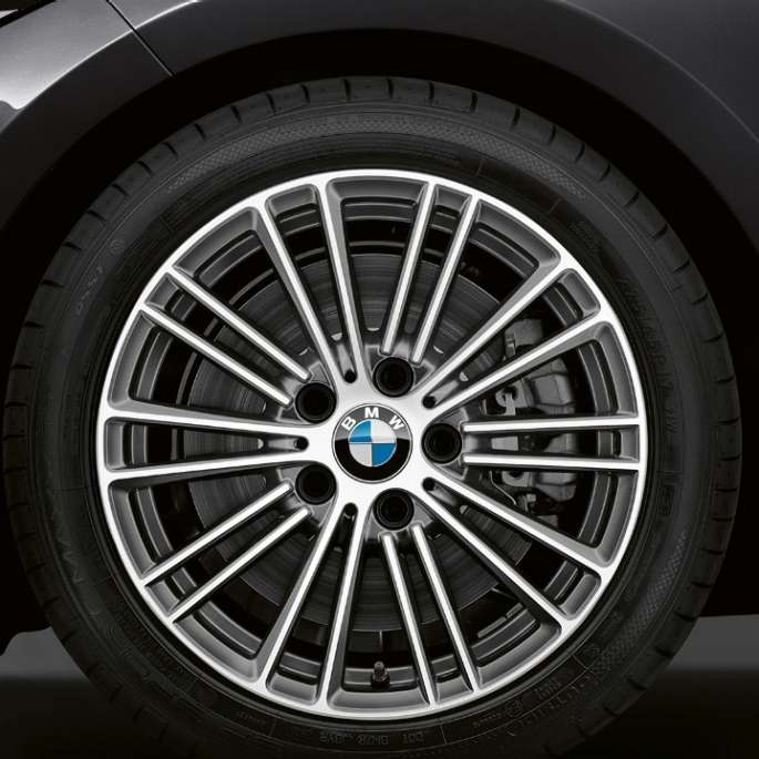 BMW 2 Series Convertible, Model Luxury Line wheels